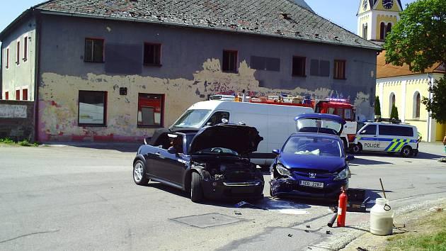 Srážka aut naštěstí nebyla vážná.