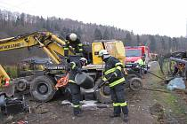 Na první pohled hrůzná nehoda z podzimních měsíců se snad už stane na Chvalšinské definitivně minulostí.
