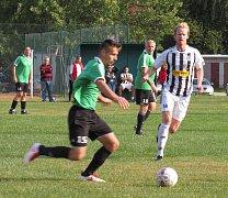 OS muži - 1. kolo: Sokol Benešov (zelené dresy) - Spartak Kaplice B 1:6 (0:2).