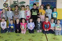 Předškoláci z MŠ Plešivec II. se už těší na jaro, v mrazech, které zavládly minulý týden, ani nemohli chodit ven.