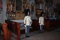 Granátníci obnovili tradici stráží u Božího hrobu.