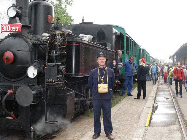 Parní vlak na českokrumlovském nádraží.