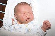Tříletá Rozárka se 30. září 2015 dvě minuty po třetí hodině ranní dočkala malého brášky. Nový občan Českého Krumlova Honzík Matoušek se mohl pyšnit úctyhodnými mírami 55 centimetrů a 4585 gramů. Tatínek Honza Matoušek byl manželce Janě při porodu oporou.