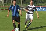 I.B třída (skupina A) – 25. kolo: FK Spartak Kaplice (černobílé dresy) – FC Velešín 0:0.