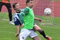 Krumlovští mají proti Oseku za cíl navázat na výhru 3:1 v Blatné (na snímku v zeleném autor jedné branky Milan Ďurica) a na jaře konečně zvítězit i doma.