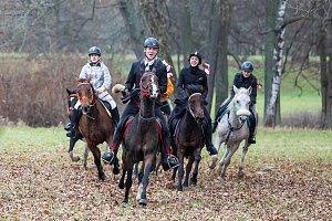 Cválající koně a tóny loveckých fanfár byly ozdobou zámeckého parku