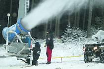 Zasněžování ve skiareálu Lipno. Ilustrační foto.