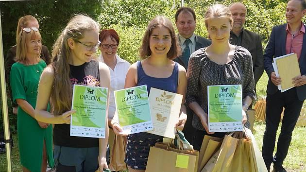 Jolana Hurná, Karolína Míčková a Anna Mičanová si z národního kola soutěže YPEF přivezly krásné třetí místo.