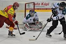 První vzájemný duel Slavoj nad Radomyšlí venku vyhrál poměrem 4:1 (v této chvíli brankář Pícha ve spolupráci s Řepou vyřešili atak domácího Gáby).