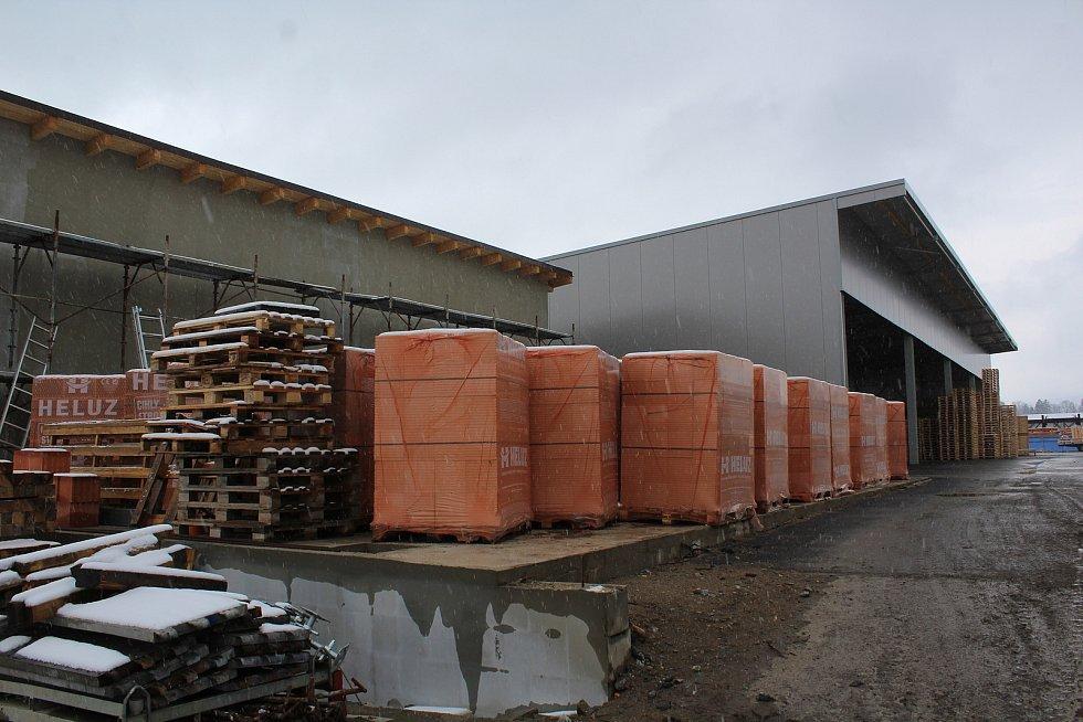 V Mirkovicích postupně roste pila obnovená po požáru. Vizualizace projektu ukazuje, jak by v konečné fázi mohla vypadat.