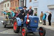 Spanilá jízda traktorů a zemědělské techniky Kaplicí.