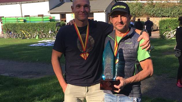 Vítězové outdoorového závodu Hanman 2018 - Kocouři z Kocourova: Radim Bína a Miroslav Kelner