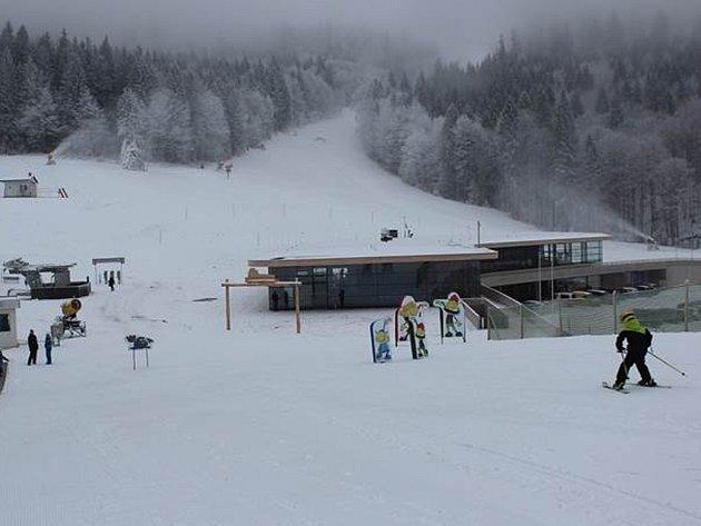 Na Hochfichtu se lyžuje už od pátku.