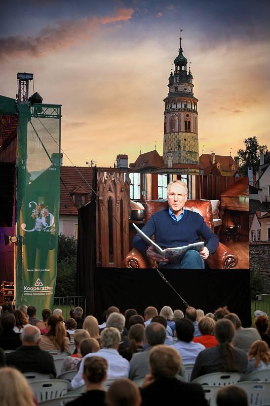 Pří české premiéře díla Wild Symphony v Pivovarské zahradě předčítal Dan Brown, autor skladeb a i publikace,  úryvky ze své stejnojmenné knihy zaměřené na zvířecí říši.
