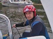 Vodní záchranáři z Dolní Vltavice pomáhali dostat na vodu na břehu uvízlé lodě ve Vltavici, Jenišově, pod Karlákem a jinde. Foto: VZS Český Krumlov