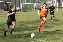 KP starší žáci – 14. kolo: FK Spartak Kaplice (černé dresy) – TJ Hradiště / FC Písek B 8:0 (2:0).