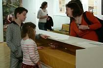 Hřivny a jiné tisícileté i staleté  poklady jsou od úterý k vidění českokrumlovském muzeu.