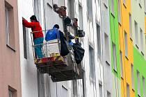 """V devadesátých letech se odvážně barevné části sídliště Mír přezdívalo hanlivě """"Papouškov"""". Nyní hýří barvami skoro polovina paneláků."""
