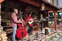 Kapela Zlatý skořápky hraje na Vítkově hrádku pravidelně.