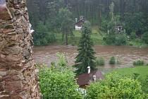 Rozvodněná řeka Malše u Pořešína.