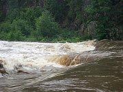 Jana Humplíková z Polomi si v pátek 10. července do svého provizorního bydliště stěhovala první věci. V jejím domě byl při povodních metr vody a dodnes se v něm kvůli vlhkosti nedá spát.