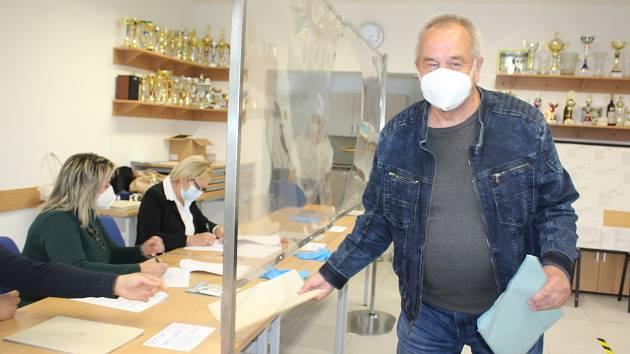 V Přísečné volby jako vždy nevynechal Juraj Leitmančík. Starosti mu dělá nynější drahota.