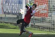 Na hřišti Oseku dostal v brance Spartaku příležitost teprve šestnáctiletý dorostenec František Říha.