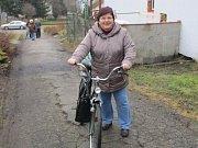 Irena Rohlíčková z Loučovic se po pauze opět rozhodla volit. Vyndala kolo a vyrazila.