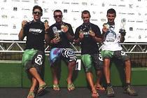 Česká juniorská posádka složená z Antonína Haleše, Radka Pavlíka, Martina Nováka a Ondřeje Rolence (zleva) si z MS v raftingu v Brazílii přivezla tři medaile za jednotlivé disciplíny a celkový bronz jí utekl jen o vlásek.
