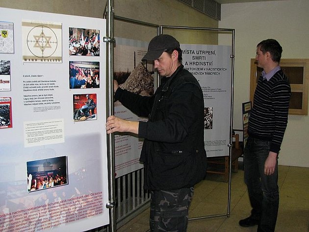 Výstava potrvá v budově Městského úřadu v Českém Krumlově do konce března 2010. Přístupná je zdarma v otevírací době úřadu.