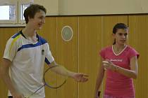 Teprve čtrnáctiletá Zuzana Matoušková a šestnáctiletý Petr Beran (při společně hrané smíšené čtyřhře z loňských Vánočních mixů) jsou velkými nadějemi nejen křemežského badmintonu.