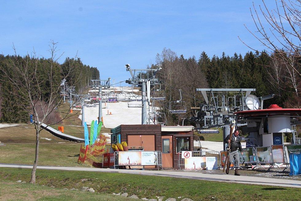 SkiClub Lipno se rozloučil se zimní sezónou.