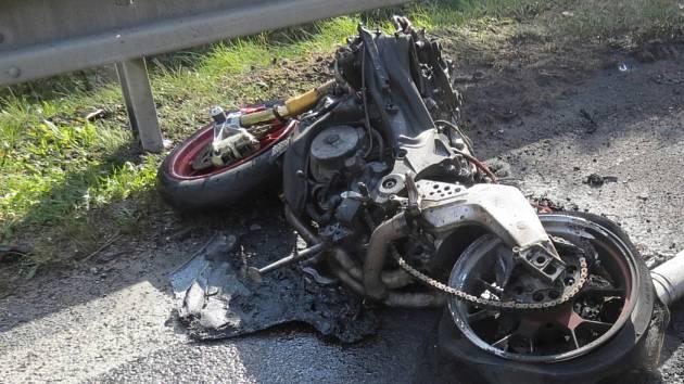Tragická dopravní nehoda se stala v rájovském kopci před Přísečnou. Zemřel při ní motorkář.
