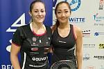 Krumlovská badmintonistka Lucie Černá (vlevo) v Karlových Varech nestačila pouze na nejvýše nasazenou Kate Ludík.