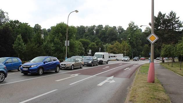 Kolona od Kájova na Chvalšinské.