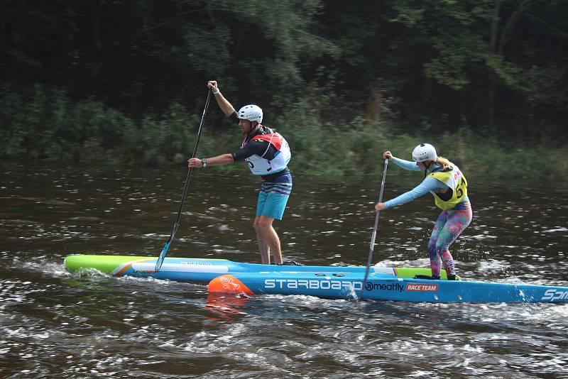 Velké zápolení Krumlovského vodáckého maratonu v Českém Krumlově.