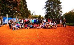 Při setkání u příležitosti oslav pětačtyřiceti let činnosti tenistů v Kaplici se na kaplických kurtech sešla bezmála stovka tenistů z celého regionu – a bylo se čím chlubit.
