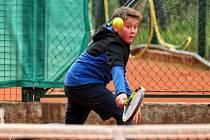 Kapličtí tenisté vstoupili do nového ročníku svých soutěží, které se budou hrát ve zkráceném režimu. Na snímku Daniel Davídek.