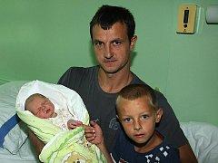 Kateřina Matušová a Josef Micák z Frymburku se stali v úterý 30. srpna 2011 ve 14.49 hodin šťastnými rodiči 51 centimetrů velké a 3925 gramů vážící Emičky Micákové. Do porodnice se přišel se svojí sestrou vyfotit kromě tatínka také pětiletý Marek.