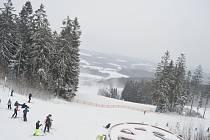 Lyžařské areály na Lipensku zasypal přírodní sníh, podmínky na lyžování jsou ideální.