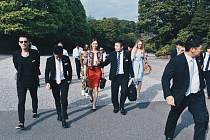 Pavel Podruh (první zleva) s kolegy cestou na oficiální audienci v císařském paláci.
