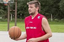 Pavel Milsimer (na archivním snímku z kaplického streetballového turnaje) hraje v barvách Spartaku druhou sezonu. Proti Vimperku se mu střelecky dařilo především z perimetru, odkud se trefil třikrát.