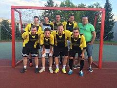 Bombarďáci se radují z dalšího triumfu v první českokrumlovské lize malého fotbalu.