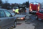 Čtyři osobní automobily se srazily u Kaplice. Dopravní nehoda se stala poblíž křižovatky u Penny marketu.