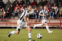 Kaplickou příležitost k vyrovnání skóre zápasu zmařil v závěru střetnutí s Jankovem domácí gólman Wolek, jenž vyrazil střelu  Petra Janury (na snímku) do tyče.