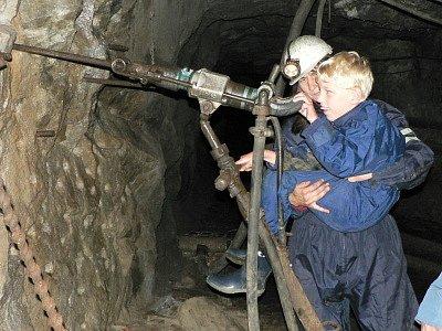 Letošní návštěvy důlních šachet obohatily poznáním jak dospělé, tak děti, zdravé, postižené nebo i nevidomé.