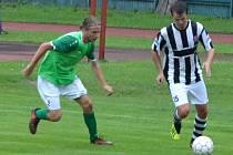 Záložník František Persán (vlevo z přípravy s Kaplicí) bude Slavoji chybět, neboť ještě pyká za vyloučení z předposledního kola minulé sezony v Katovicích.