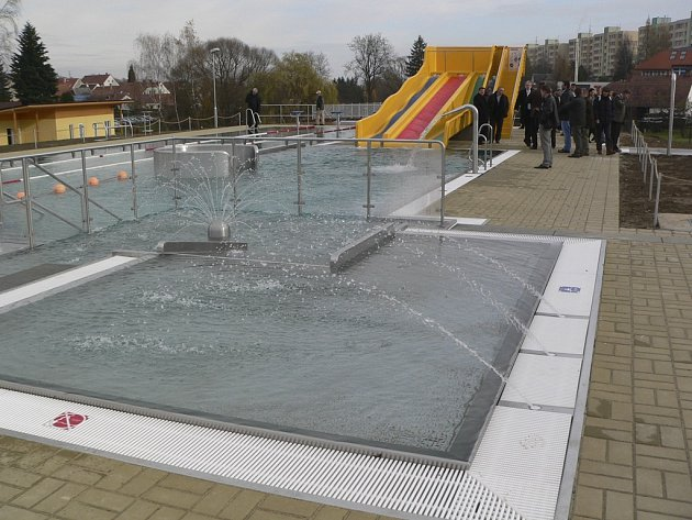 Nové koupaliště ve Velešíně.