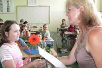 Předávání vysvědčení v Základní škole Velešín.