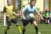 Oblastní I.B třída (skupina A) - 17. kolo: SK Zlatá Koruna (modré dresy) - Spartak Kaplice 0:3 (0:0).